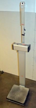 Helsestasjonsvekt / badevekt med målestokk for høyde, SECA 708, brukt bilde 1