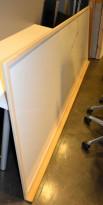 Stor vegghengt whitebord 303x105cm, ramme i bjerk, pent brukt