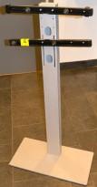 Solid stativ for å henge skjerm el.l. på, 60cm bredde, 116cm høyde, pent brukt