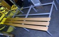 Understell til garderobeskap, med benk, 240cm bredde, 93 cm dybde, 43cm høyde, brukt