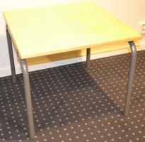 EFG lavt loungebord i bjerk, 60x62cm, 51cm høyde, pent brukt