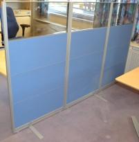 Kinnarps skillevegg i blått/glass 144cm høyde, 80cm bredde, pent brukt