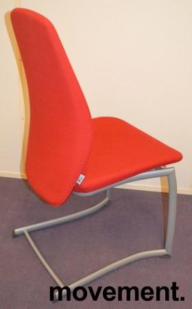 Kinnarps Plus 376 konferansestol i rødt stofftrekk, grått understell, pent brukt bilde 5
