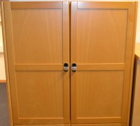 Horreds kubeskap, skap med dører, bøk, 77cm bredde, 77cm høyde, pent brukte
