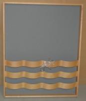 Materia Vågspel brosjyreholder / magasinholder i bjerk / grått, 100B 124H, pent brukt