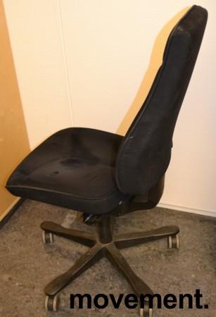 Kontorstol: Kinnarps FreeFloat 6000 i sort mikrofiber, uten armlene, høy Y-rygg, pent brukt bilde 2