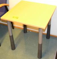 Lite bord Kinnarps E-serie i bøk, 60x60cm, 62cm høyde, pent brukt