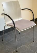 Konferansestol i grått fra Kusch & Co, modell Trio m armlener, stablebar, pent brukt