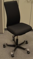 Håg H05 5600 kontorstol uten armlener, nyoverhalt og nytrukket sort.