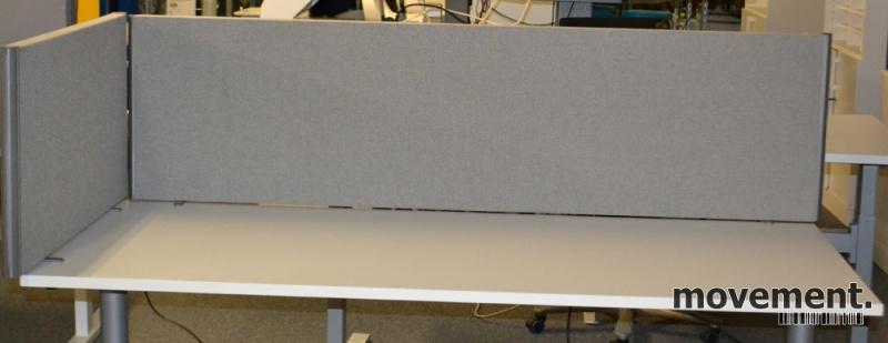 Flott EFG Bordskillevegg i grå strie forskrivebord kortside, 90cm bredde ID-13