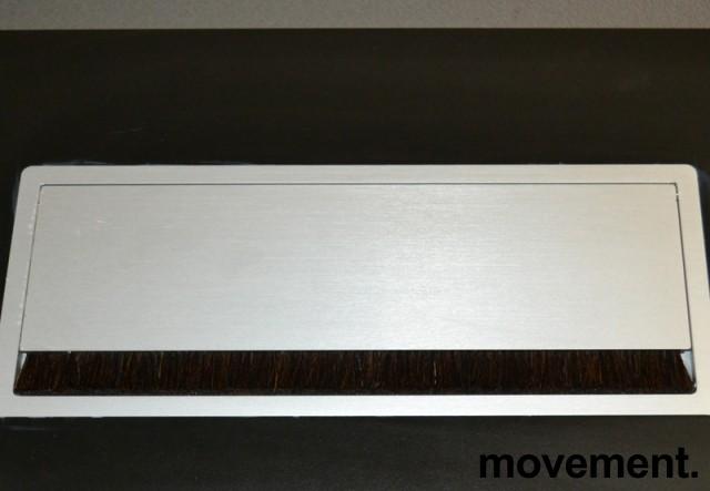 Montana DJOB hevsenk-skrivebord med bordplate i sort linoleum, 180x90cm, pent brukt bilde 4