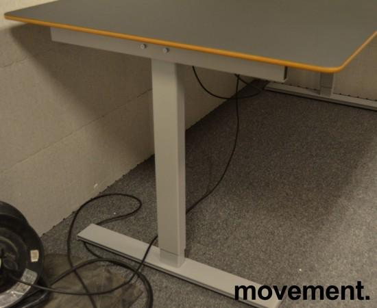 Montana DJOB hevsenk-skrivebord med bordplate i sort linoleum, 180x90cm, pent brukt bilde 6