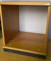 Liten bokhyllekloss i eik finer fra Kinnarps Serie-e, 40x40x46cm, pent brukt