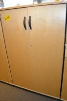 Kinnarps E-serie ringpermreol med dører, i bjerk/grått, sidepanel i grått, høyde 125cm, pent brukt. KUPPVARE