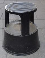 Elefantfot / krakk på hjul i sort. 42cm høyde. Brukt