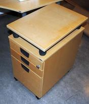 Kinnarps skuffseksjon på hjul i bøk med topplate og grå håndtak, pent brukt