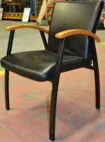 Kinnarps karmstol i eik / sort skinn, Arcus-serie, pent brukte