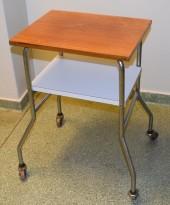 Lite 50-talls bord på hjul, retro/vintage, 35x45cm, brukt