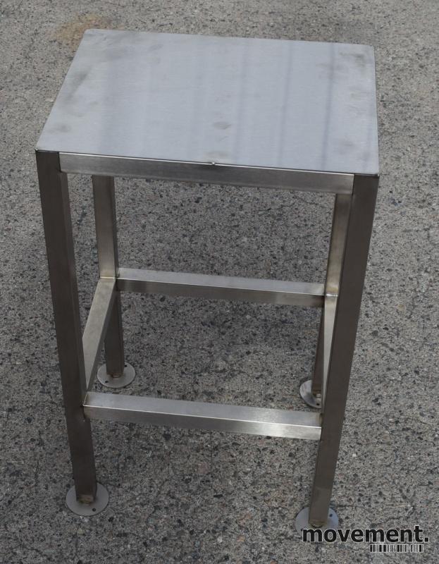 Lite avlastningsbord til kaffemaskinel l , i rustfritt stål, 35cm bredde 59cm hoyde, som nytt