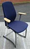 Møteromsstol fra Kinnarps, mod Plus 377 i blått / grått / bøk, pent brukte