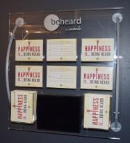 Forslagskasse / Tavle for tilbakemeldinger i plexi, med postkasse, pent brukt