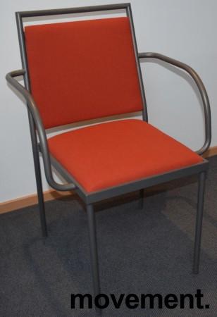 Konferansestol / møteromsstol fra Inno, modell Stack i grått / rødt stoff / bjerk, pent brukt bilde 1