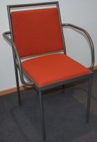 Konferansestol / møteromsstol fra Inno, modell Stack i grått / rødt stoff / bjerk, pent brukt