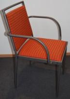 Konferansestol / møteromsstol fra Inno, modell Stack i grått / rødmønstret stoff / bjerk, pent brukt