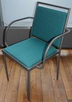 Konferansestol / møteromsstol fra Inno, modell Stack i grått / grønnmønstret stoff / bjerk, pent brukt