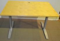 Rektangulært skrivebord fra Svenheim i bjerk, 120x80cm, pent brukt