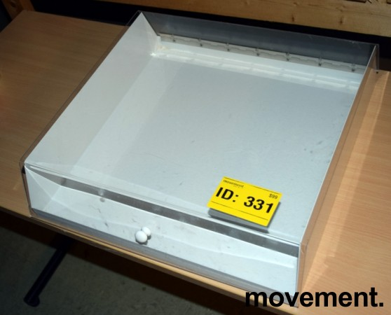Liten bordmonter med base i hvitt metall, gjennomsiktig lokk i akryl, 45cm bredde, pent brukt bilde 2