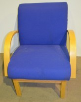 Loungestol / besøksstol fra Kinnarps i blått stoff / bøk, pent brukt
