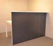 Moderne resepsjon i hvitt/mørk grått, 160cm bredde, komplett med pult, NY/UBRUKT