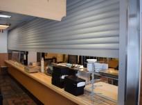 Rullegitter, elektrisk, 740cm bredde, for kantine eller bardisk, pent brukt
