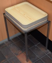 Lite stativ i rustfritt stål med 20 stk kantinebrett, for selvbetjent kafe el.l, pent brukt