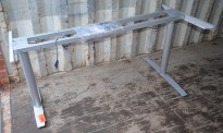 Grått elektrisk hevsenk skrivebord / understell til hjørneskrivebord, 152/175 cm bredde, pent brukt