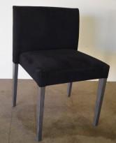 Møteromsstol / konferansestol fra Andreu World, sort stoff, grålaserte ben, pent brukt