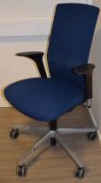 Håg Futu kontorstol i blått stoff, pent brukt