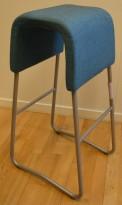 Barkrakk fra Materia, modell Plint, 77cm sittehøyde, blå, pent brukt