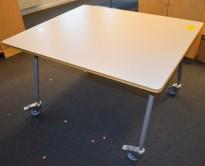 Skrivebord / arbeidsbord på hjul fra Horreds i lysegrått, 100x120cm, pent brukt