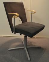 Kinnarps Yin konferanstol / svingstol i bjerk / grått stoff, pent brukt