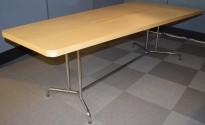 Møtebord i bjerk fra Skandiform, 230x119cm, for 6-8 personer, kabelluke, pent brukt