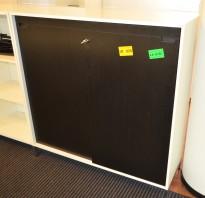 Horreds skyvedørsskap / ringpermreol med 3 permhøyer i hvitt/sort eik, LINK-serie, 120cm bredde, pent brukt