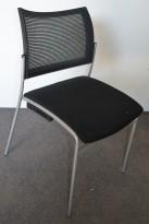 Konferansestol i sort / mesh, pent brukt