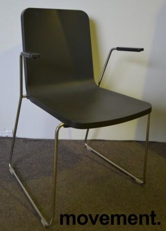 Skandiform Pompidoo stablestol / konferansestol med armlene i sort, pent brukt bilde 2