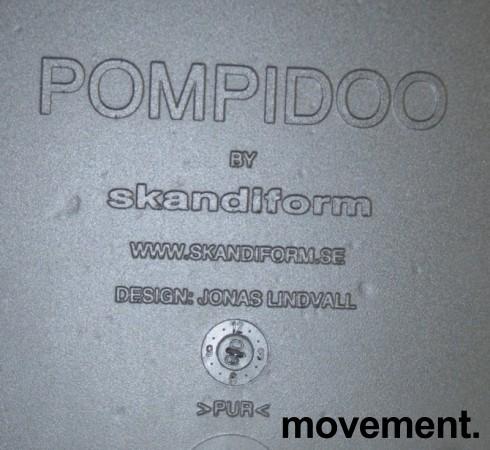 Skandiform Pompidoo stablestol / konferansestol med armlene i sort, pent brukt bilde 4