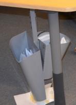 Papirkurv for montering under skrivebord, pent brukt