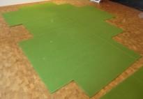 Lekkert Fraster designteppe i grønt,416x338cm, pent brukt