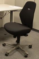 Kontorstol: Kinnarps FreeFloat 6000, Plus [6], lav rygg, nytrukket i sort, pent brukt