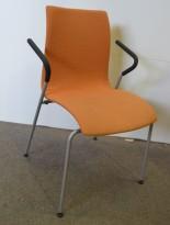 Konferansestol / stablestol fra Helland i oransjemønstret stoff med armlene, pent brukt